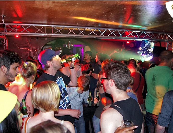 Heut fette Sause in der Karakas Bar in der Kurfürstenstr, Ecke Bülowstraße