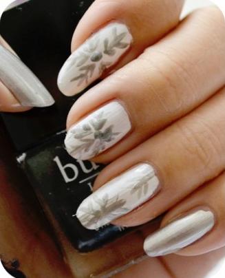 Manicure Monday | NAIL TUTORIAL #Snowflakes