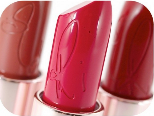 HOT or NOT | Beauty Showdown #RiRi?MAC Lipsticks
