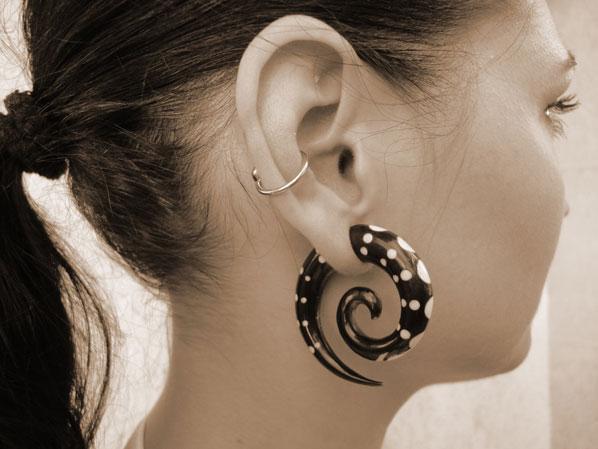 Body modification | Tutorial: Wie man sich die Ohren richtig dehnt - Teil 3