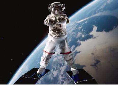 Die lustigsten Werbespots der Welt - Jean Claude Van Damme: Spagat für die Nasa