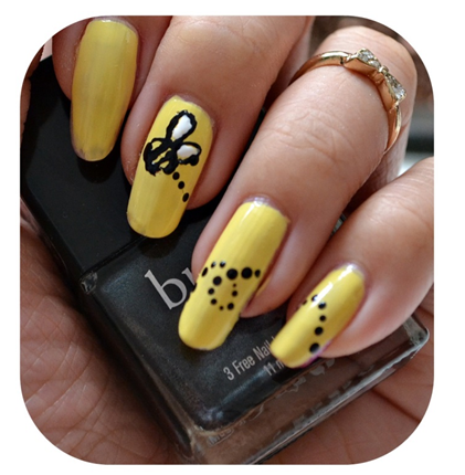 Manicure Monday | NAIL TUTORIAL #Bumble Bee