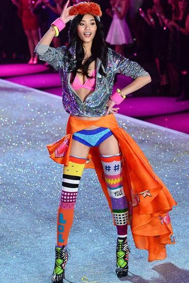 DEGEN Strickmode, für Sie – Fashion News 2014 Kollaboration mit Victoria's Secret