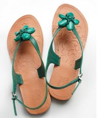 kõrge kontsaga sandaali