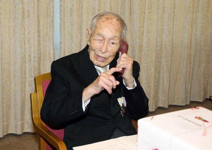 NEWS: Ältester Mann der Welt ist tot, Japaner nimmt seien Platz ein.