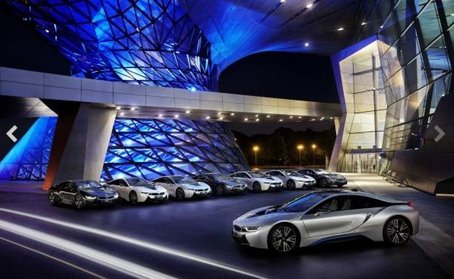 First vehicle deliveries of the new BMW i8