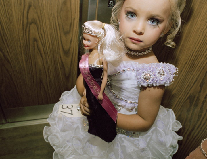 Friday ChitChat | Kinderschönheitswettbewerbe - Ein Kindertraum oder Kindesmisshandlung?