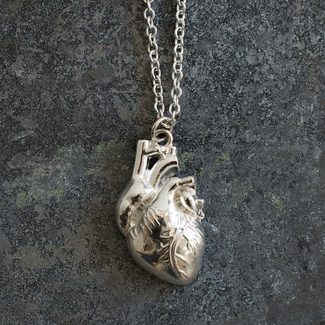 Must Have der Woche: Anatomisch korrekte Herzkette von I Love Science Store