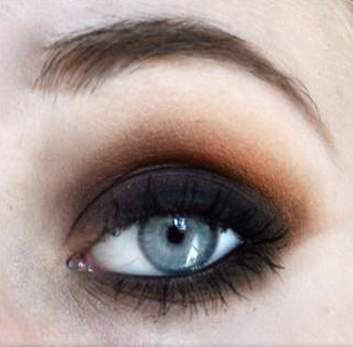 Styling and Beauty Tip Berlin | Classic Brown Smokey Eye