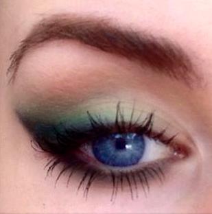 Styling- und Beauty-Tipp Berlin | Zartes Sommer-Make-up mit grünem Farbverlauf