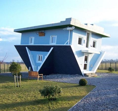 Upside-Down Häuser - Verkehrte Welt