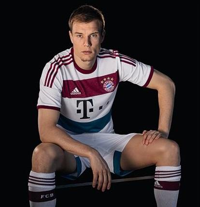 Streetwear für den Fußballplatz: adidas präsentiert neues FC Bayern Auswärtstrikot