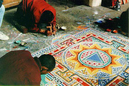 Künstler im Fokus: Tibetanische Sandmandalas