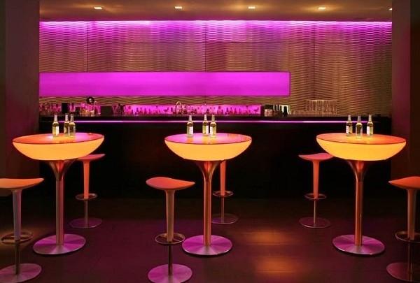 Interjööri näpunäide: Moree integreeritud LED-idega futuristlik kõrge laud