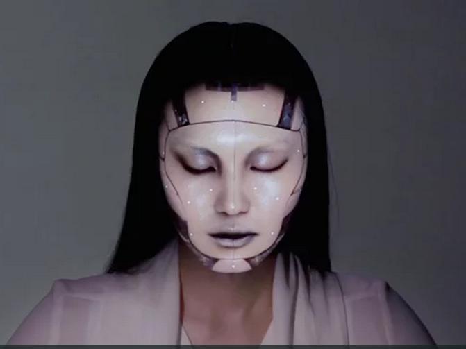 High-Tech trifft auf Make-up-Kunst | Sieht so die Zukunft der Kosmetik aus?
