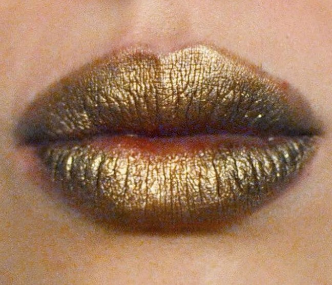 Styling and Beauty Tip Berlin | Metallic Lips