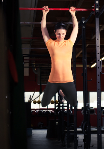 Woman_in_orange_doing_CrossFit_pull-up_(February_26_2010)
