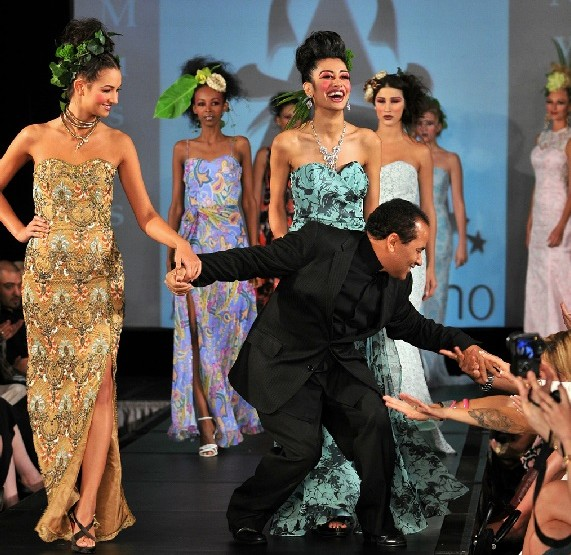 "Couture Fashion Week New York September 2014 präsentiert – Andres Aquino, für Sie ""Mon Amour""-Kollektion"