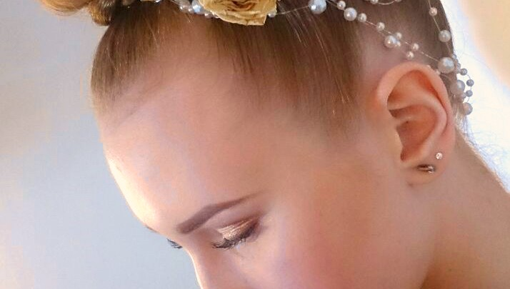Living Faces Make-up Artist Schule Berlin: Vorbereitung auf das Brautmoden-Shooting