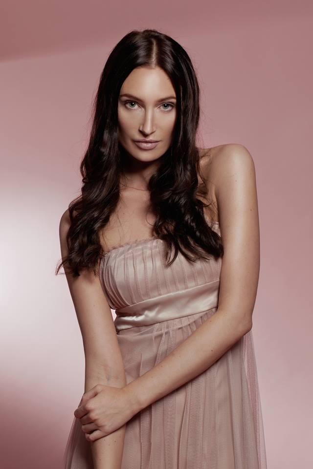Hair & Make-up: Alexandra Karstedt