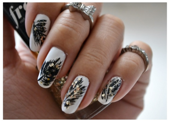 Manicure Monday | NAIL TUTORIAL #SparklyFeathers