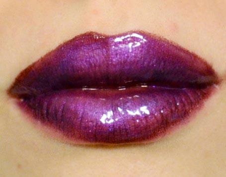 Styling and Beauty Tip Berlin | Purple Glossy Lips