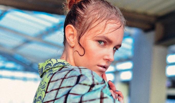 Intra me è elli - u designer di moda Saina Koohnavard