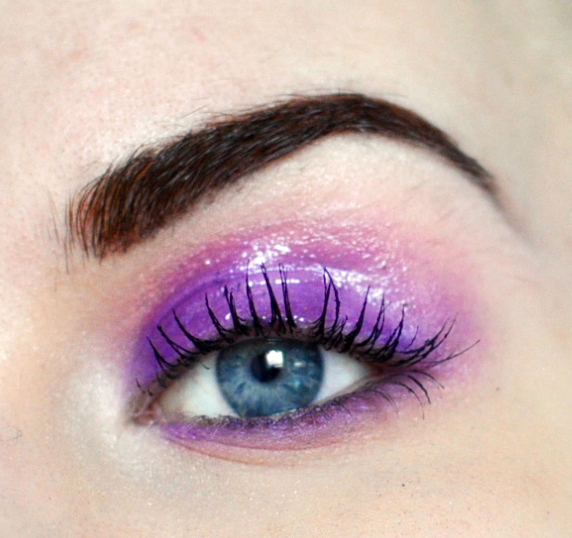 Styling and Beauty Tip Berlin | Purple Glossy Eyes
