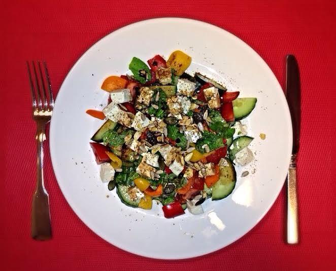 Gesunder Lebensstil - Salat der Woche: Bunter Greek Salad mit Fetakäse