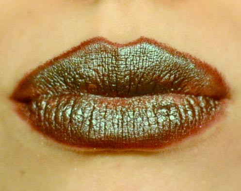 Styling and Beauty Tip Berlin | Green Metallic Christmas Lips