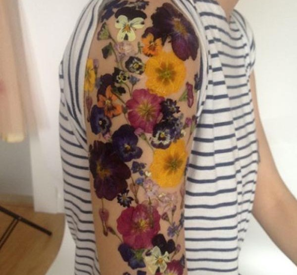 Outstanding Art : Temporary Flower Tattoos made of real Flowers