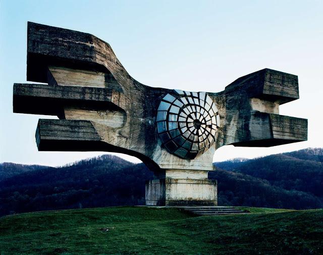 Urban Exploring Worldwide: Postmoderne, sozialistische Architektur im ehemaligen Jugoslawien
