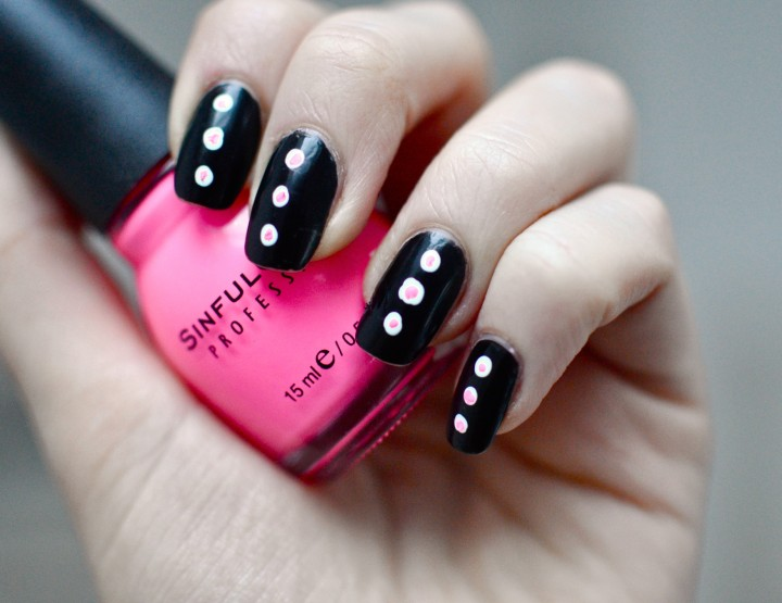 Styling- und Beauty-Tipp Berlin | Pinke Neon-Dots