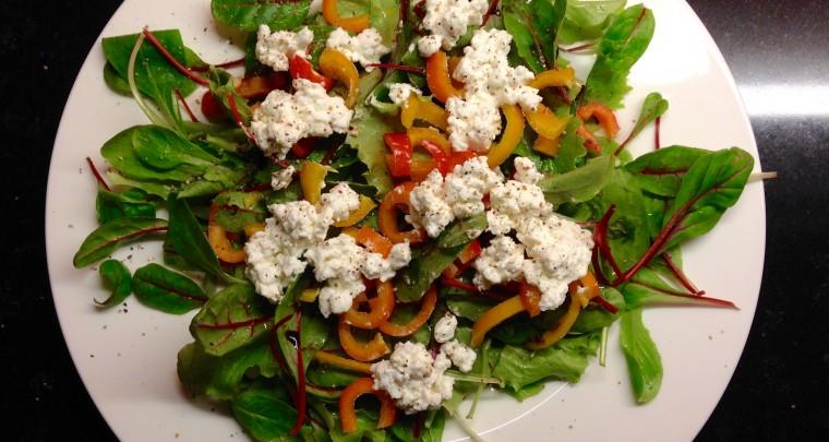 Gesunder Lebensstil – Salat der Woche: Gemischtes Grün mit Hüttenkäse