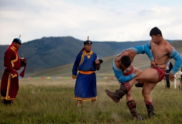 Fight Club Friday: Mongolian Wrestling – People who enslave horses