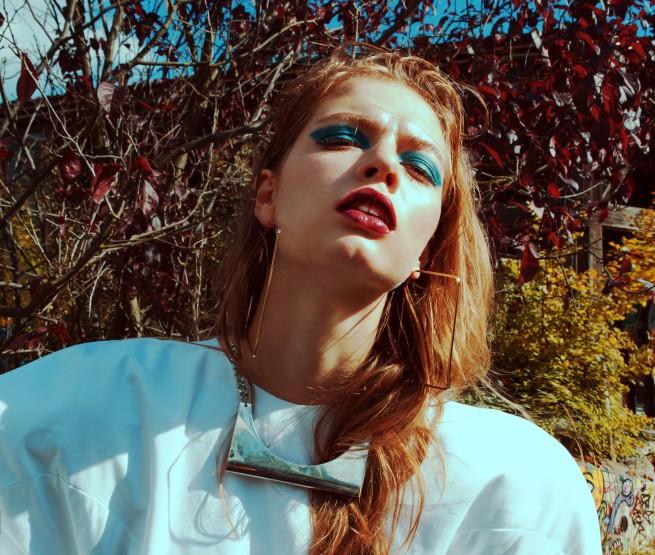 Pool Session – Das weiße Ballonkleid von Stefanie Barz