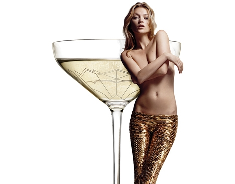 WTF?! Must-have: Ein Sekt- & Champagnerglas in Form von Kate Moss's linker Brust