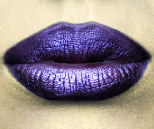 Styling- und Beauty-Tipp Berlin | Dark Purple Metallic Lip
