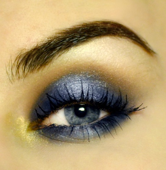 Styling- und Beauty-Tipp Berlin | Shimmery Blue Smokey Eye