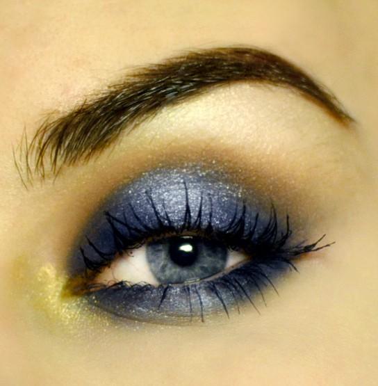 Styling- und Beauty-Tipp Berlin | Shimmery Blue Smokey Eye