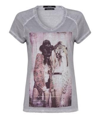 T-shirt elegante di strada