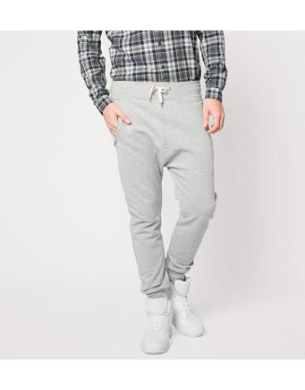 Streetstyle Trend: Track Pants in Grau-Meliert