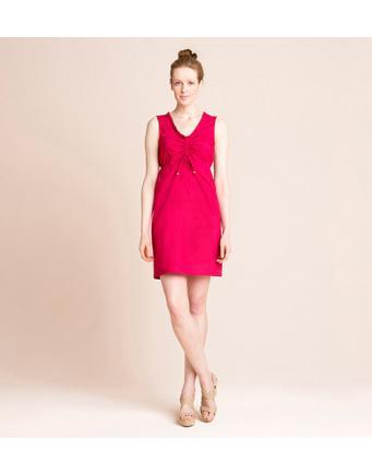 Knalliges rotes Sommerkleid mit frechen Details