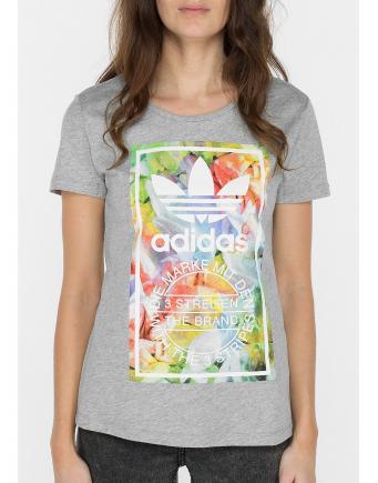 Adidas Streetstyle: T-Shirt mit Flower Print