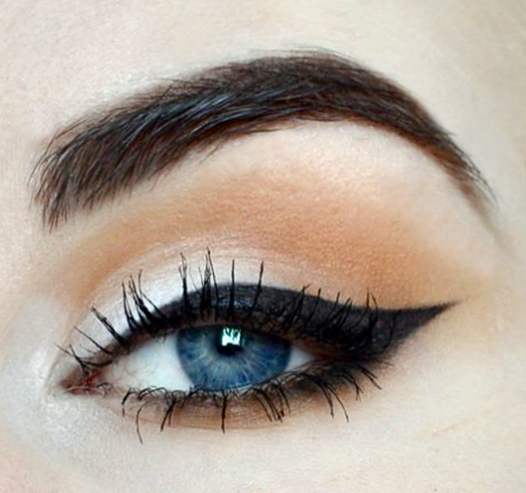 Styling and Beauty Tip Berlin | Neutral Cat Eye