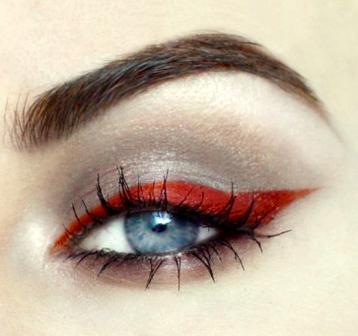 Styling- und Beauty-Tipp Berlin | Gray & Red Eye Make-up