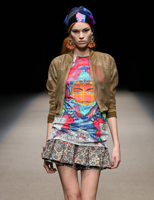 Fashion News: Yuma Koshino, für Sie - A/W 14 & F/S 15 - Mercedes-Benz Fashion Week Tokio, Januar / Februar 2015