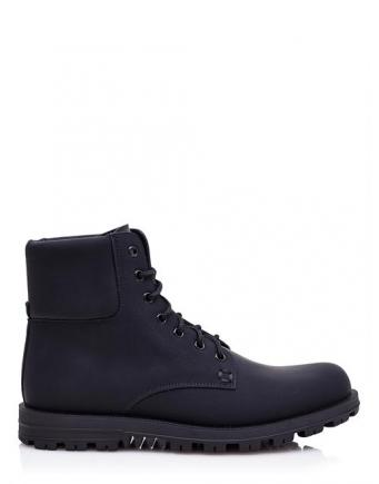 Mens Street Style: Dunkle Stiefel by Gucci