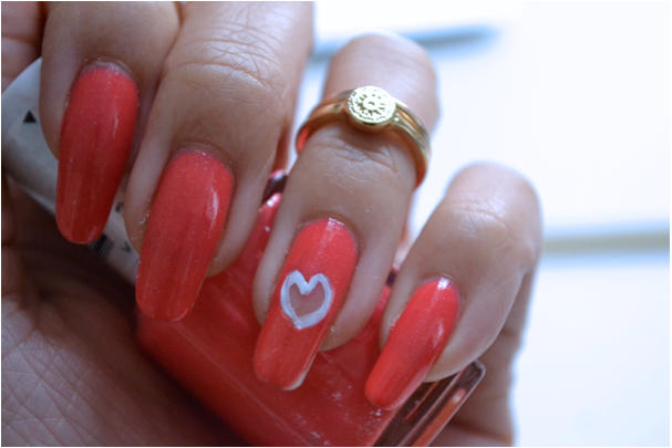 Manicure Monday |NAIL TUTORIAL #Punched out heart