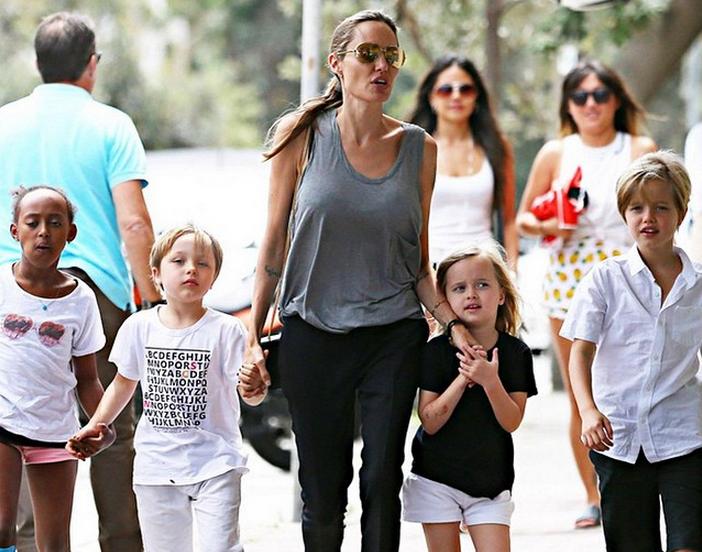 Angelina Jolies Hochzeitschleier der etwas anderen Sorte